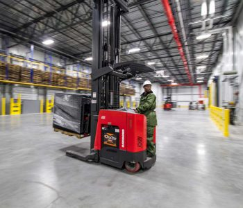 Cold-Storage-warehouse-forklift